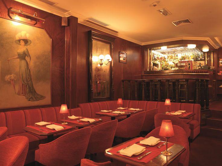 Café de São Bento - A very elegant, upscale restaurant located in an inconspicuous manner across from the Parliament Building