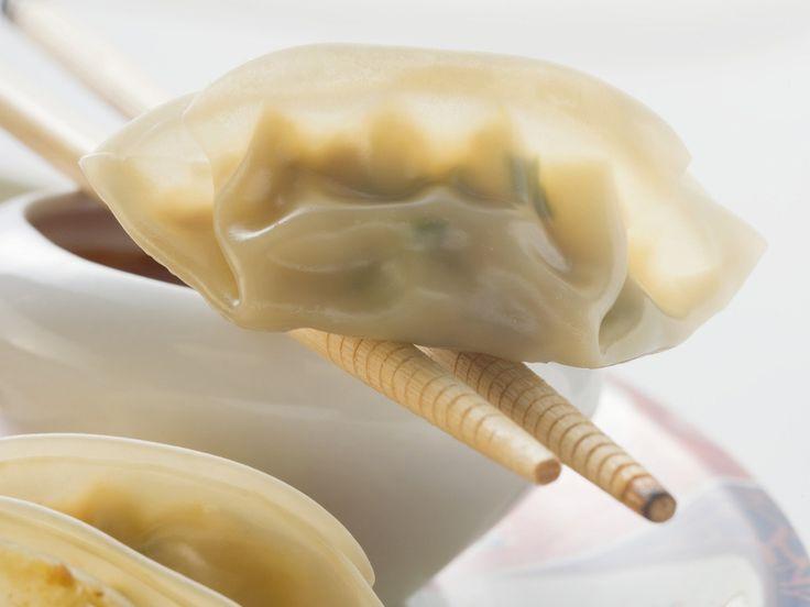 Asiatische Teigtaschen (Dim Sum) mit Soße - smarter - Zeit: 30 Min. | eatsmarter.de