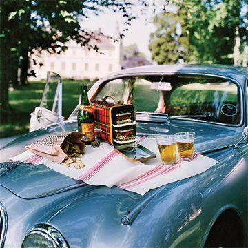Picnic for two.Vintage Cars, Company Picnics, Perfect Picnics, Summer Picnics, Romantic Picnics, Picnics Time, Vintage Picnics, Picnics Baskets, Roads Trips