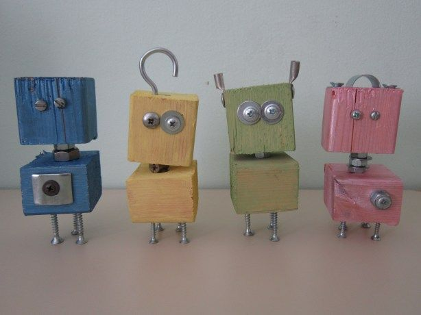 These little robots make me smile – perfect craft idea for the kids :) #WoodWorking