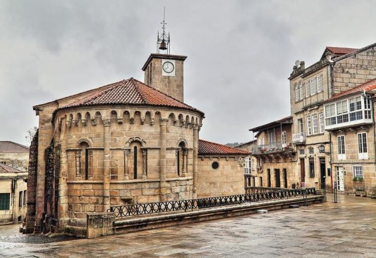 Allariz, Valle del Arnoia, Ourense - Iglesia románica de Santiago, vista del ábside
