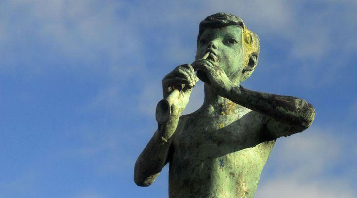 Statue of Peter Pan Statue of Peter Pan in Kirriemuir, the birthplace of JM Barrie