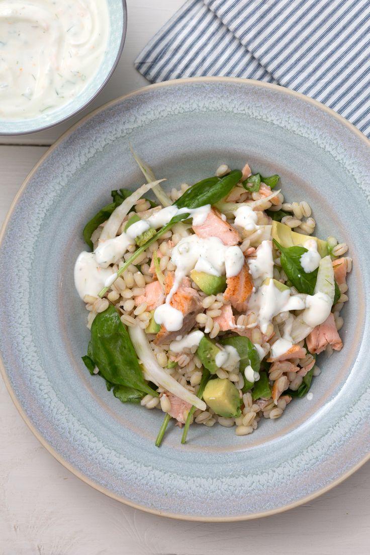 Insalata di orzo e salmone: un piatto unico fresco e aromatico. Perfetto per il periodo estivo!  [Salmon anc barley salad]