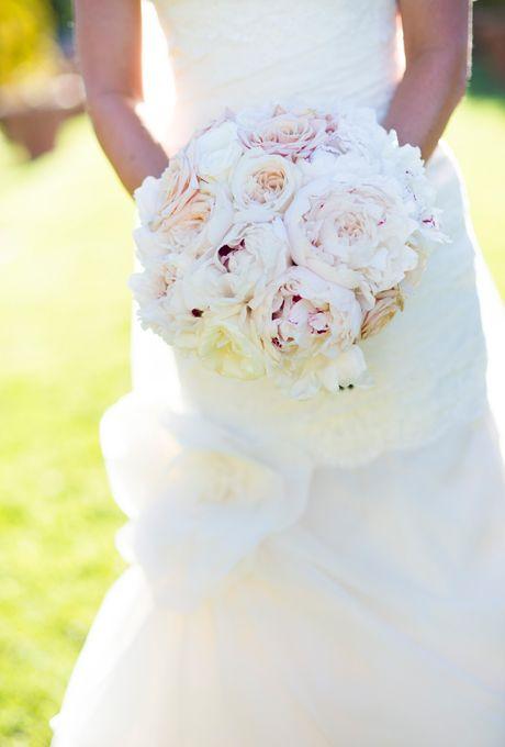 Оптом, свадебный букет из пионов и ромашек