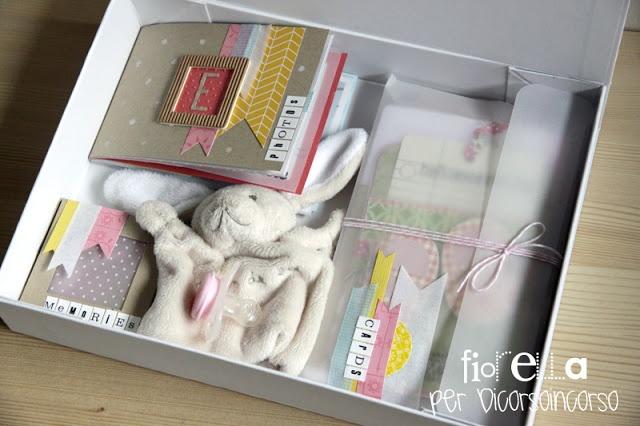 La scatola dei ricordi: Mini+ciuccio+braccialetti+primo peluches+card