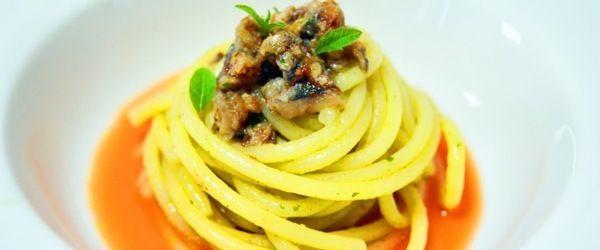 Vermicelli di Gragnano con tartare di alici e succo di carote