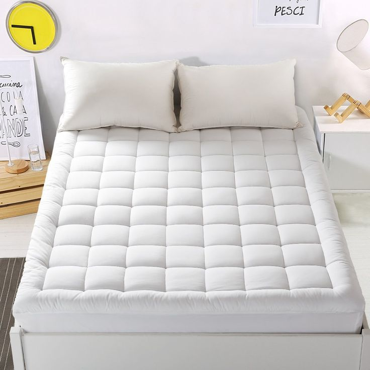"""Amazon.com: Mattress Pad Cover King Size Mattress Topper with 18"""" Deep Pocket Pillowtop Overfilled 100% 300TC Cotton White Bed Topper (Down Alternative): Home & Kitchen"""