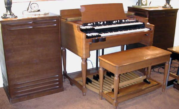 Hammond B3 with twin Leslie speakers