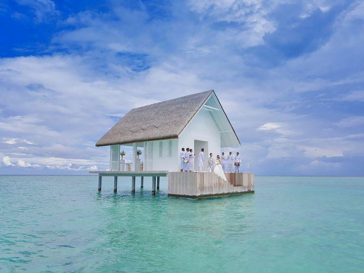 Роскошный курорт на Мальдивах возвел необычный свадебный павильон.