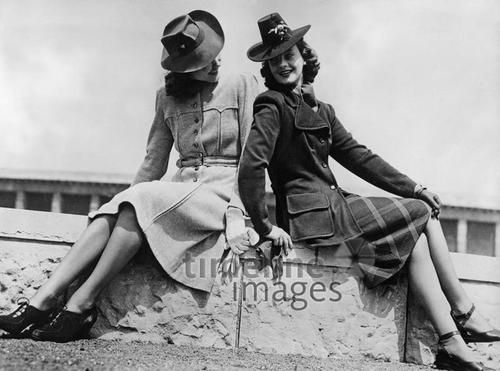 Frauenmode 1940 bis 1945, Timeline Classics/Timeline Images #40er #1940er #40ies #style #fashion #Damenmode #Mantel #Mäntel #Hut #Hüte #Frauen #vintage #Nostalgie #nostalgisch