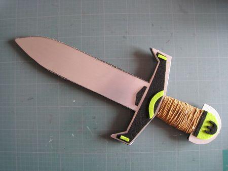 L'épée de Chevalier en carton et raphia