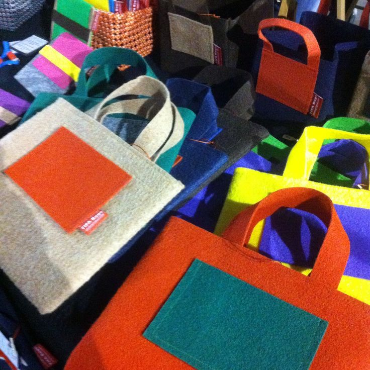 Lots of handbags at our market stand at LX Market!