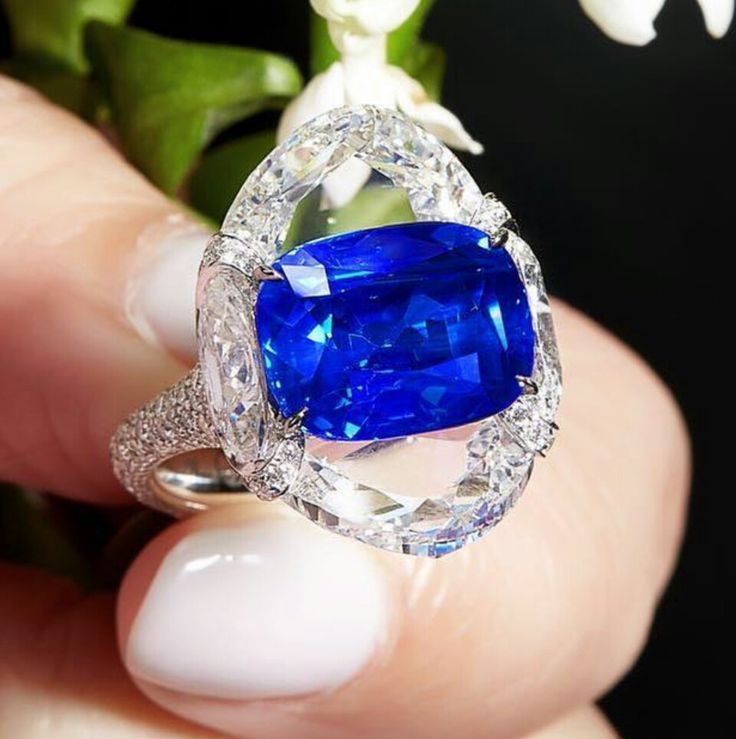 This phenomenal Kashmir sapphire is nested in between two half moon diamonds to accentuate its natural velvety blue color @formsjewellery