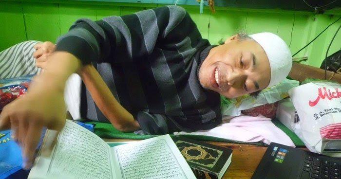 Meski Lumpuh, Ustadz Ini Tetap Semangat Mengajar Baca Tulis Al Qur'an Kepada Anak-Anak