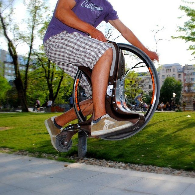 This is a cool new way of transportation. The Gauswheel 3.0 Urban, combining an urban step with one-tire bike. You can reach speeds of 30 Kmph. #technology #bikes #biking