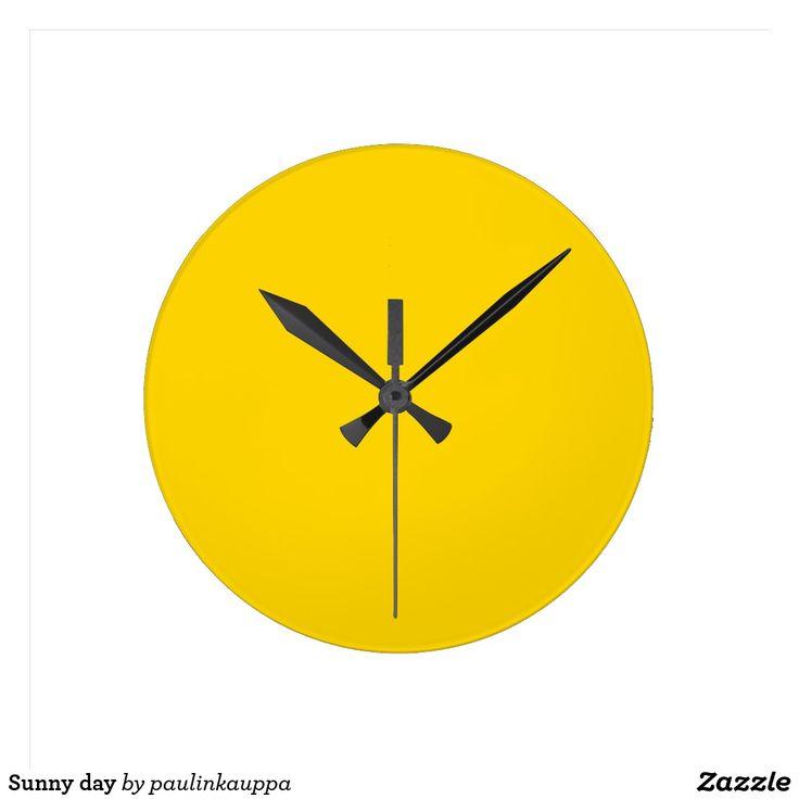 Sunny day round clock