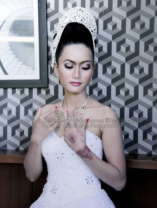 Contoh Tata Rias BRIDAL Utami Irawan Bridal Wedding - Rias Pengantin Purwokerto | Foto oleh KLIKMG Fotografi