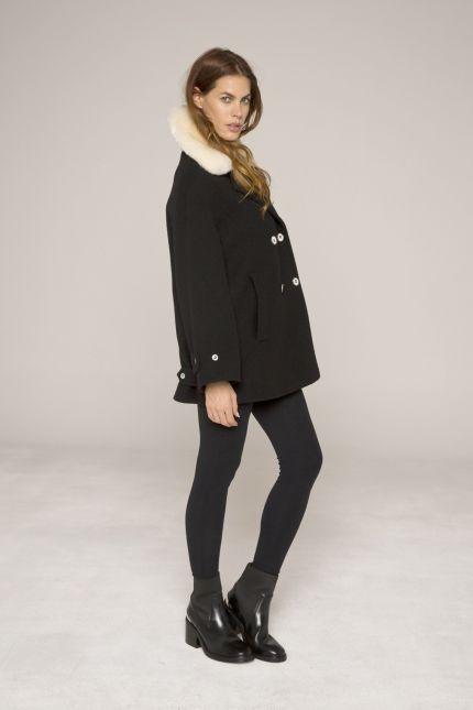 Manteau noir large esprit caban en laine bouillie avec col fourrure amovible #manteau #court #caban #col #fausse #fourrure #femme #lenerfabriquedemanteaux