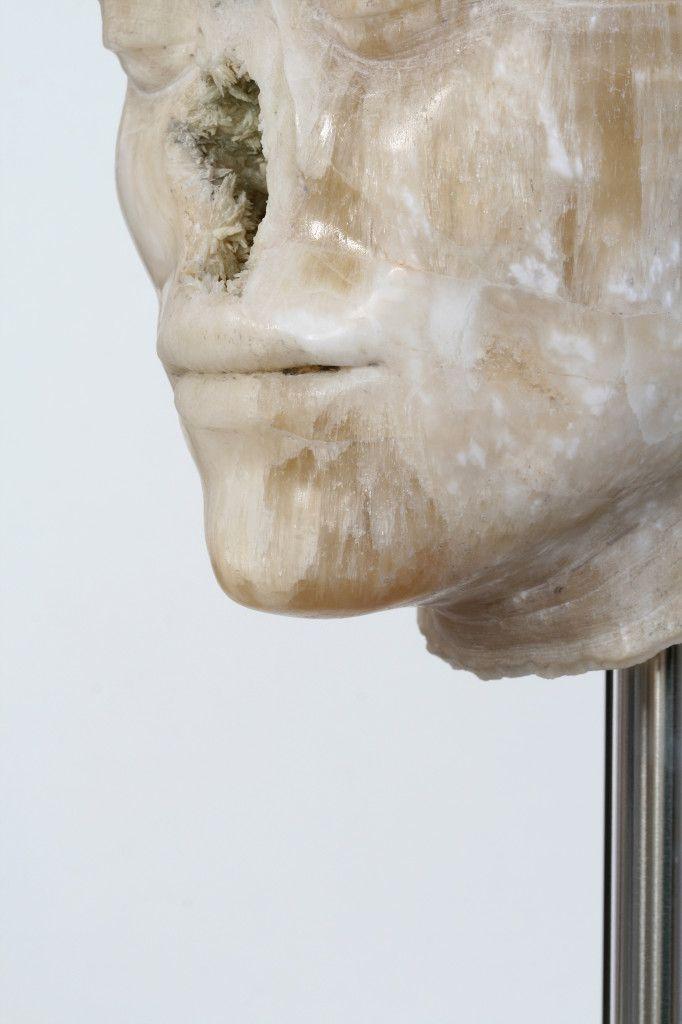 Nicola Samorì, Il male della pietra, 2014, onice, cemento, acciaio,167x21x20 cm (particolare) - See more at: http://www.tripartadvisor.it/nicola-samori-scultura-lissone/