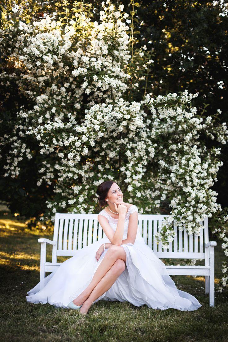 sesja ślubna w ogrodzie portret panny młodej