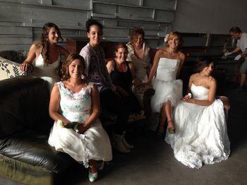 Le spose modelle posano insieme a Sarah e Cristina di Ceraunavolta