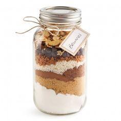Dans un pot Mason de 1 litre (4 tasses), déposer en couches successives les ingrédients secs, selon l'ordre de la liste ci-dessus. Fermer hermétiquement le pot. Inscrire les instructions sur une étiquette et l'attacher au pot...