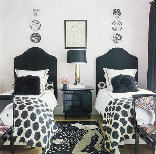 Guest beds: Guestroom, Idea, Black And White, Guest Bedroom, Kids Room, Twin Beds, Bedrooms, Guest Rooms, White Bedroom