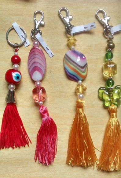 Lindos chaveiros feitos com pedrarias e chuveirinho colorido.    Aproveitem, R$7,00 cada!!!    >> PRONTA ENTREGA