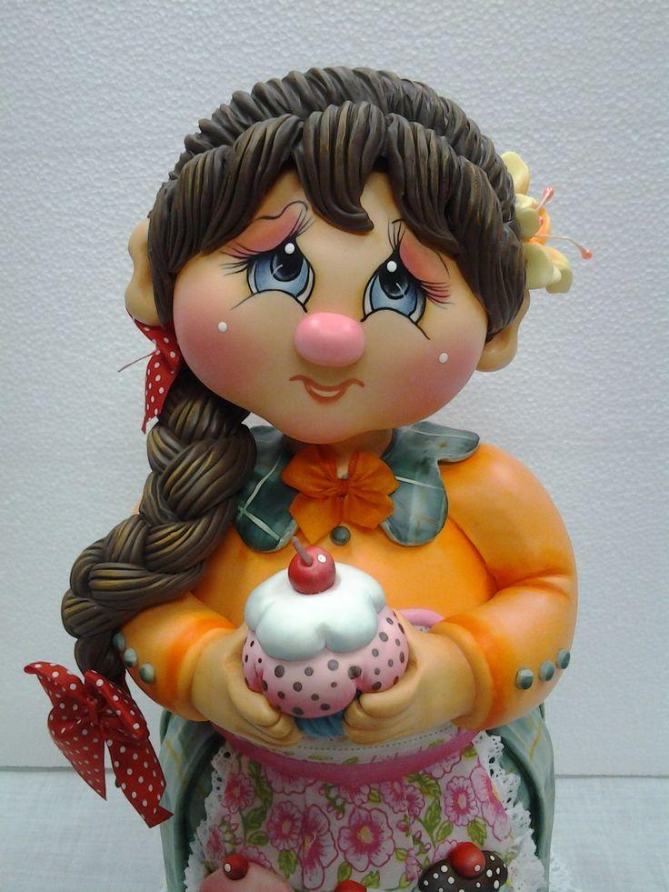 Pote de vidro de 2 L, trabalhado em biscuit em forma de menina de trança com cupcake.  Pote utilitário.  Veja mais modelos no mostruário.    POLÍTICAS DA LOJA:  ENCOMENDAS NACIONAIS:  Favor consultar mês disponível para agendamento.  O prazo de confecção é de 45 dias a partir do mês agendado.  Pe...
