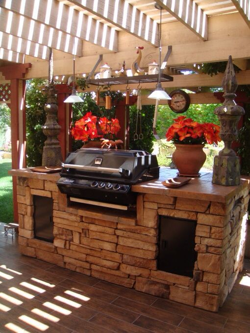 Nice decor for outdoor kitchen