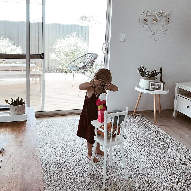 """So cute, love this photo! Rug featured: Dacca Transitional Grey beige Designer Rug in size 330 x 240cm https://buff.ly/2EZAEMG?utm_content=buffer99679&utm_medium=social&utm_source=pinterest.com&utm_campaign=buffer #Repost https://www.instagram.com/ourswanlife/?utm_content=buffer80ad5&utm_medium=social&utm_source=pinterest.com&utm_campaign=buffer ... """"Say cheeeeeeese Lola!! 🤷🏼♀️😆📸"""