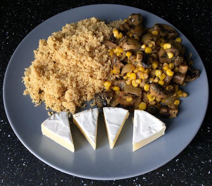 Dnes si dáme tri jedlá, ktoré sa hodia pri chudnutí. Dnešné raňajky: tuniak na ražnom celozrnnom chlebe s uhorkou. Keď to takto uložíte na chlebíky, vyzerá