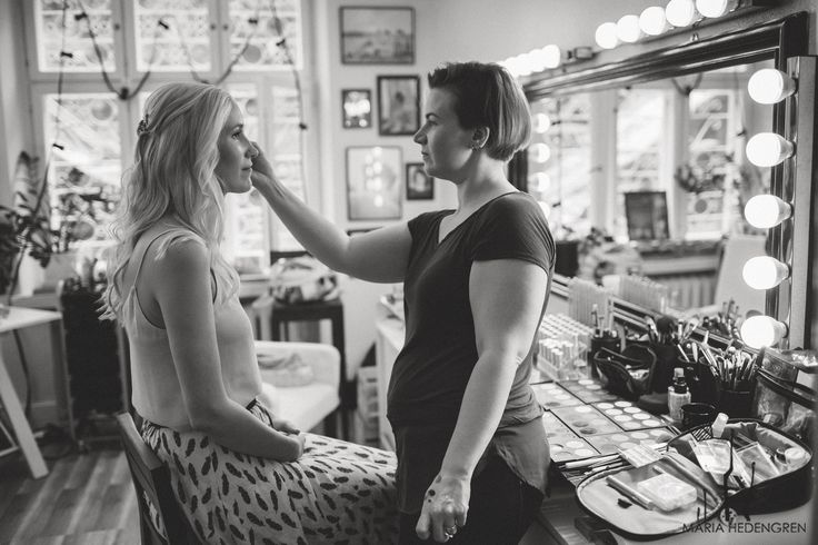 Wedding Morning / Wedding Make-up / Dressing Room / Black and White Photos / John and Saara's Wedding. Photography by Maria Hedengren.