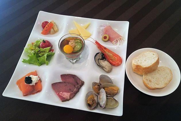 2F OYSTER BAR | 北海道の牡蠣を堪能 厚岸味覚ターミナル コンキリエ