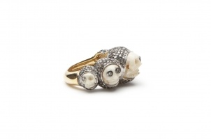 Skulls, once seen as sinister symbols, are now used on everything from children's shirts to underwear. Skulls became truly fashionable thanks to Alexander McQueen, but we can also find some skulls inspiration in other designers collections. In our boutique you can find Lauren Craft Charon's Skull Ring. It's beautiful, isn't it?