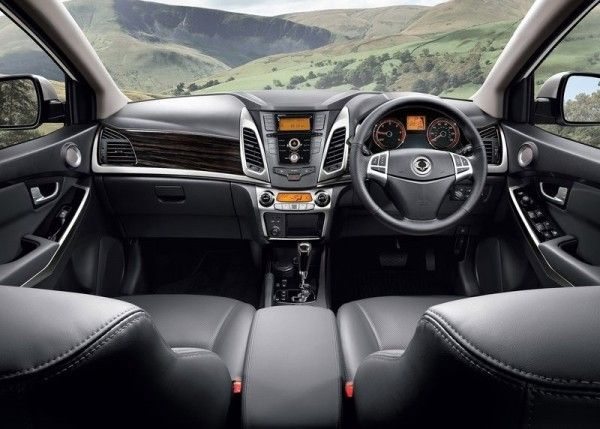2014 SsangYong Korando Dashboard 600x429 2014 SsangYong Korando Review and Design