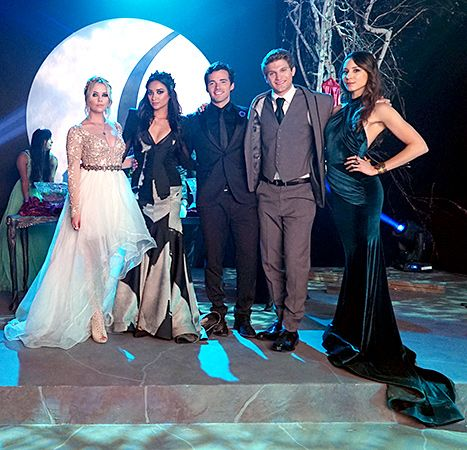 """The Pretty Little Liars guys and gals suit up for prom. - Behind the scenes - 6 * 9 """"Last Dance"""""""
