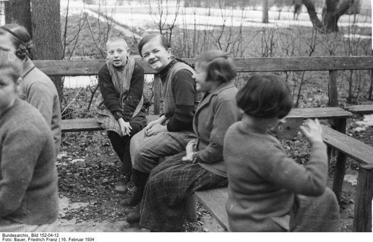 Geistig behinderte Kinder  in Schönbrunn: Was mit ihnen geschehen sollte,...