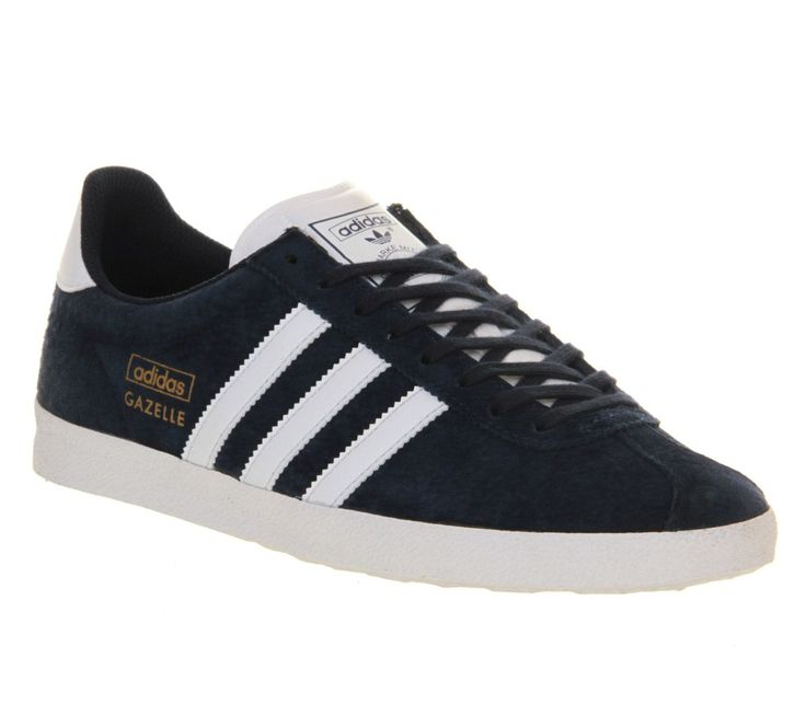 Released in 1968 as all round trainers, the women`s adidas Originals Gazelle  OG shoes evoke the lasting spirit of football`s classic it shoes.