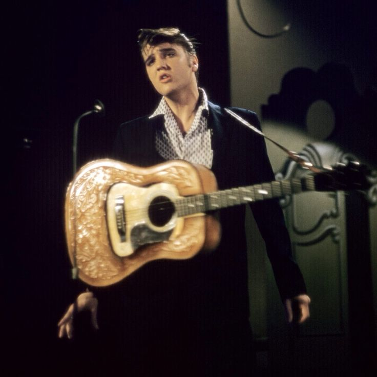 the life of elvis presley the king of rock and roll Elvis presley 1935-1977: life in pictures of the king of rock and roll it is 40 years since the death of the man who changed music forever.