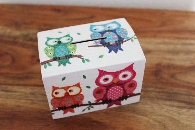 Caja alcancía de los búhos de madera .