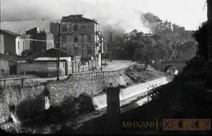 """""""Ρίξαμε με τα φλογοβόλα στον Ιλισσό για να κάνουμε επίδειξη πυρός"""". Η μαρτυρία του Ζάχου Χατζηφωτίου για την κρίσιμη μάχη στο Μετς στα Δεκεμβριανά. Την επομένη το βρετανικό πυροβολικό έριξε 2 χιλιάδες βολές κατά των Ελασιτών! (βίντεο) - ΜΗΧΑΝΗ ΤΟΥ ΧΡΟΝΟΥ"""