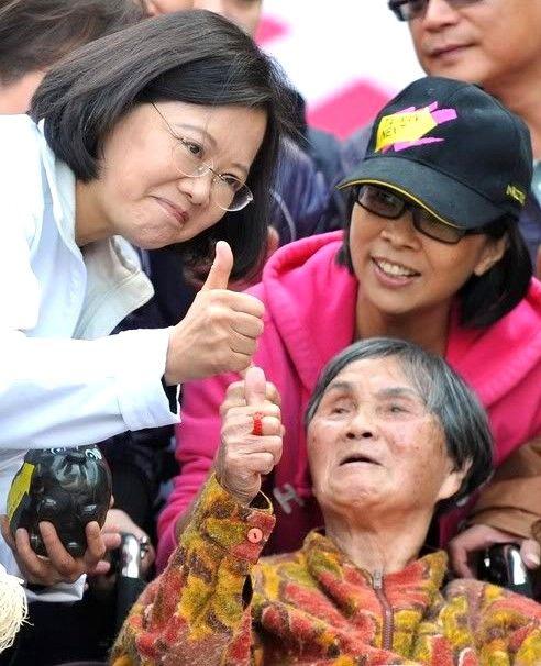 Tsai Ing Wen la primera mujer presidente en su región http://365diasdevalentiamoral.com/china/tsai-ing-wen/