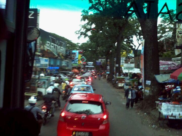 Jalan Cihampelas di Bandung, Jawa Barat