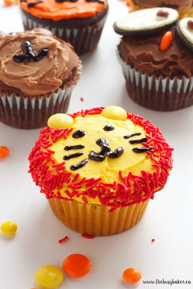 Zoo Animal Cupcakes Tutorial www.thebusybaker.ca - these cupcakes would be perfect for a DIY Birthday Party or for National Cupcake Day!!!