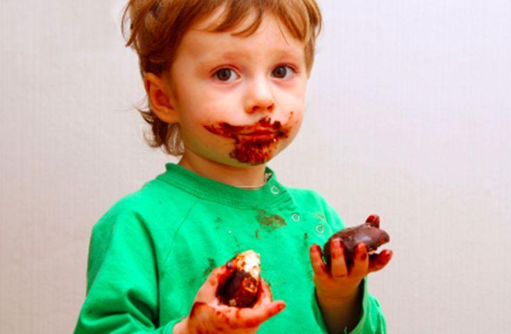 COMMENT FAIRE PARTIR DES TACHES DE CHOCOLAT SUR UN VÊTEMENT ?
