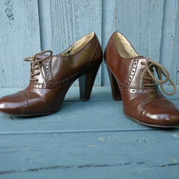 Shoes - Brown Oxford Heels