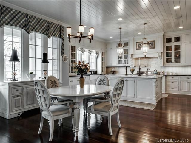 Nantucket Style Waterfront Home In The Point On Lake Norman.