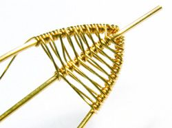 Detailed wire weaving. Good photos of process.  #Wire #Jewelry #Tutorial