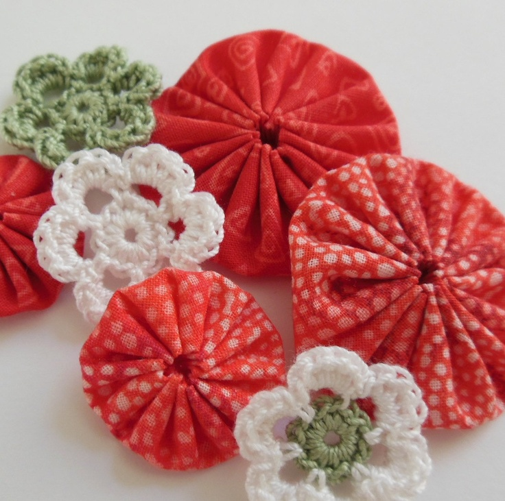 Crochet Yoyos : Yo-Yos and Crocheted Flowers - Coral, Sage Green and White